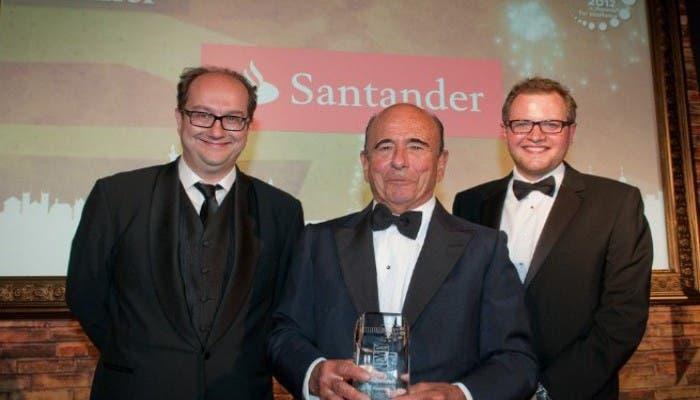 Emilio Botín recibe el galardón del Banco Santander