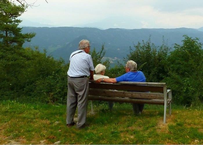 Ancianos en el bosque