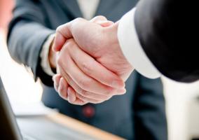 Apretón de manos tras un acuerdo