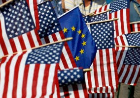 Banderas americanas y europeas