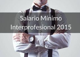 Empresario cruzado de brazos y texto sobre salario mínimo interprofesional 2015