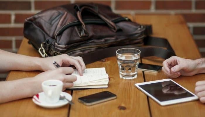Charla y cafe